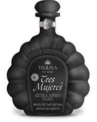 botella de tequila tres mujeres
