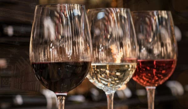 copas con diferentes tipos de vino