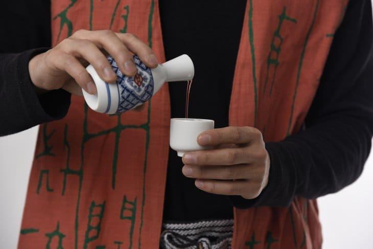 envases tradicionales para beber sake