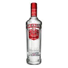 botella de vodka de la marca Smirnoff